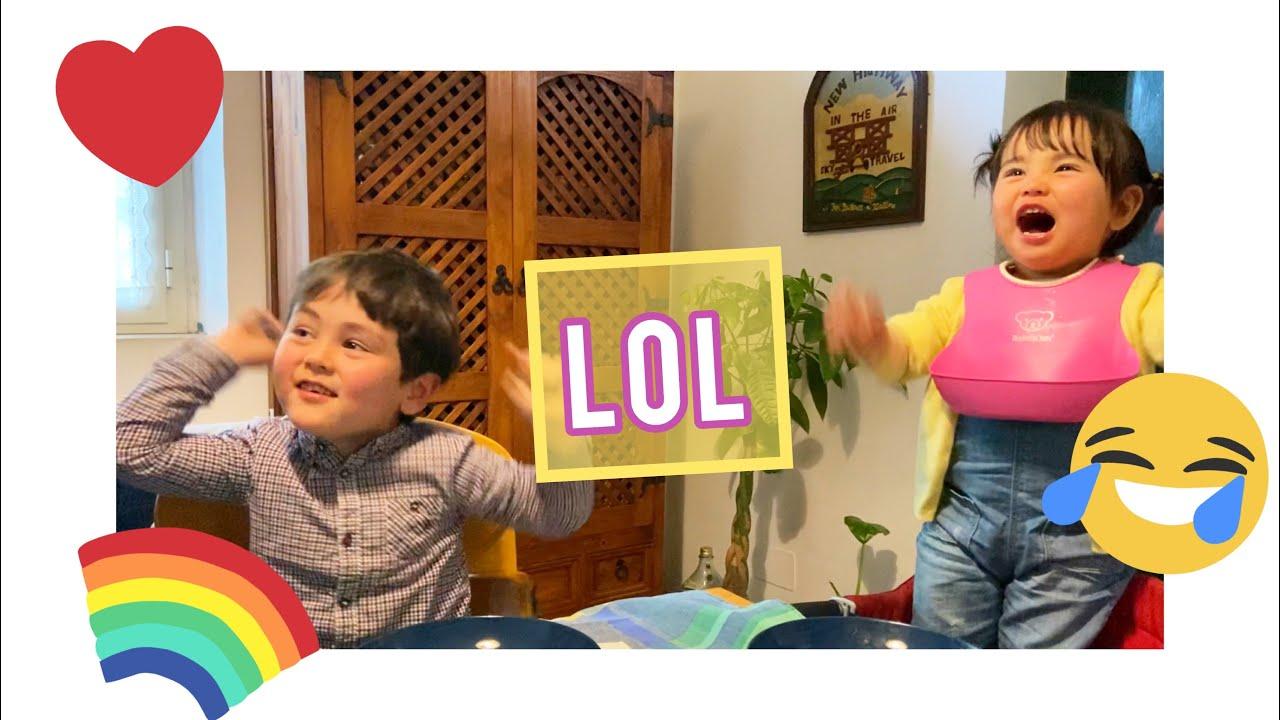 《LOL》爆笑する2才児&4才児😂 なにがそんなに面白いの?笑笑