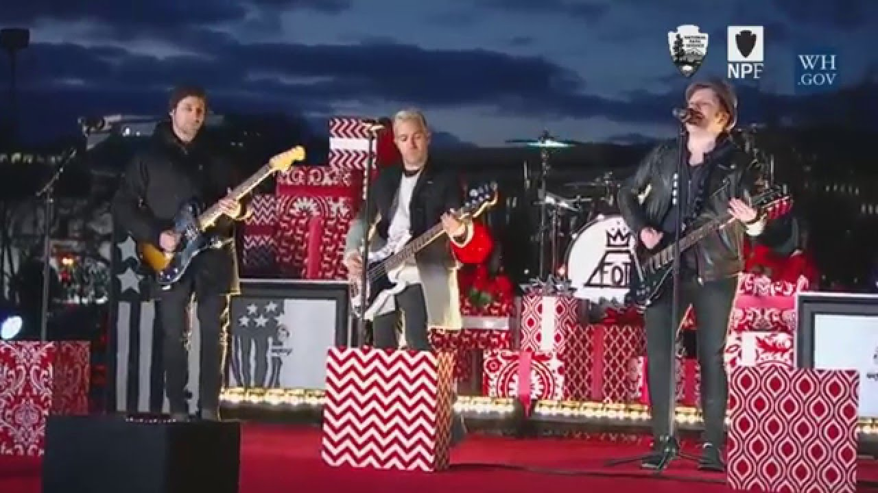 fall out boy performs christmas time is here - Fall Out Boy Christmas