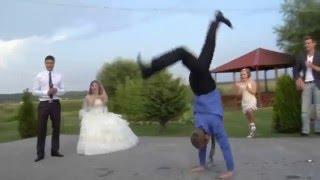 Тамада умеет такое... Супер танец с другом у жениха!