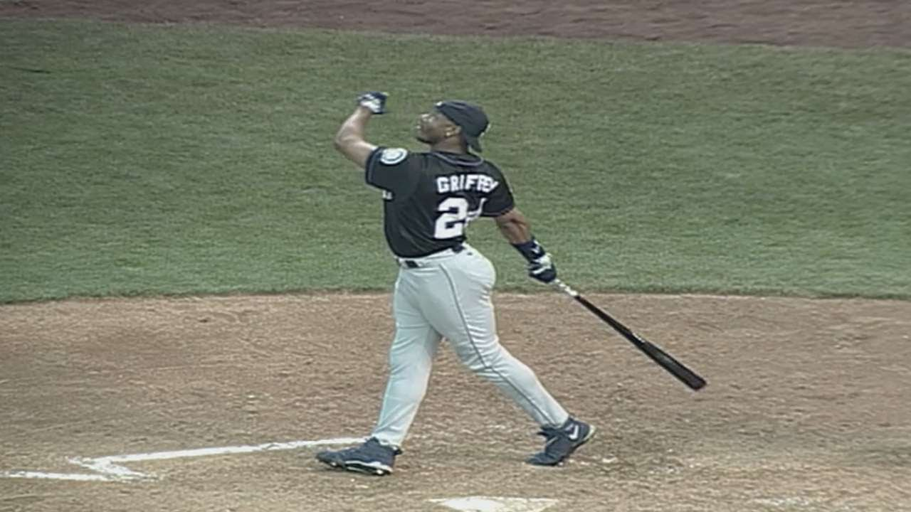 b43c5f2d71 Ken Griffey Jr. beats Thome for Home Run Derby crown - YouTube