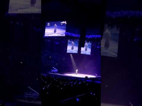 張學友2018倫敦全球經典演唱會(Jacky Cheung A Classic Tour 2018 LONDON)【遙遠的她】 - YouTube