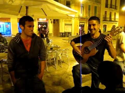 The Social Traveler - Barcelona - He's jamming...