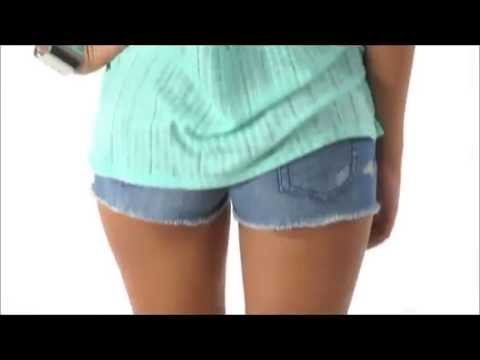Quần short nữ mix với áo kiểu | Aero87.vn