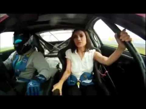 Cô gái hoảng sợ trên xe đua tut nut áo - 135bet.org.avi