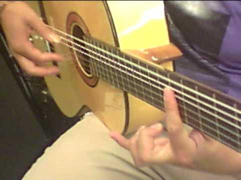 Guitar Shop Barcelona  Hugo de Canadá probando una Altamira 300 de Flamenco