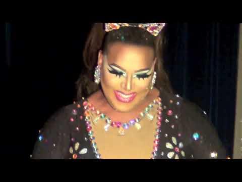 "Alexis Mateo: ""Ariana Grande"" Medley @ Showgirls!"