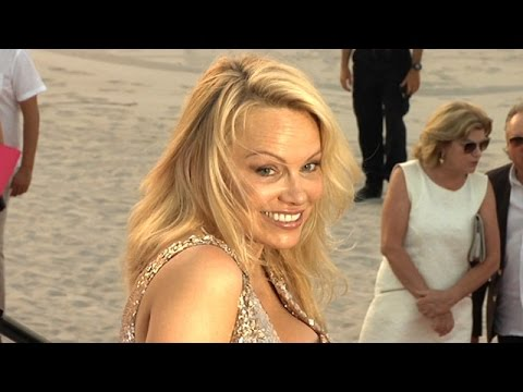 Pamela Anderson Flashes Her Million Dollar Smile In Miami