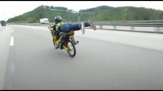 Pelesit rayau jumpfly highway