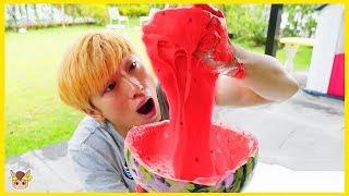 Giant watermelon slime pretend play video for kids with toys Nursery Rhymes 수박 몰래 먹는 삼촌 위해 슬라임 만들기