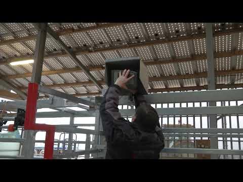 Couloir de contention galvanisé 8M50 avec relevage hydraulique et plancher