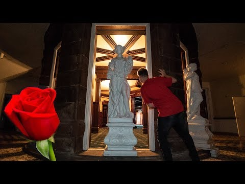 Rose Red Abandoned Mansion - Statues Everywhere!!
