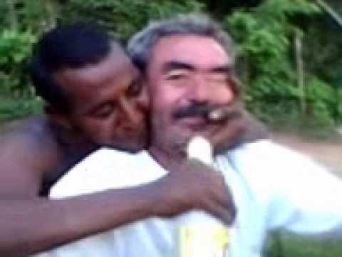 Amigos heteros se beijando - 3 7