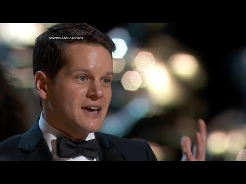 Oscars 2015: Graham Moore Tells Kids to 'Stay Weird, Stay Different'