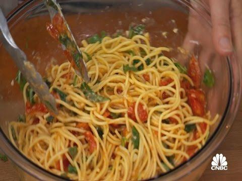 In The Kitchen With Antonia Lofaso: Fresh Tomato Sauce