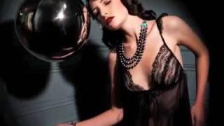 Видео о фотосессии нижнего белья(На недавно отшумевшей London Fashion Week бренд Fred & Ginger представили свои две новые диаметрально противоположные..., 2009-11-16T10:32:17.000Z)