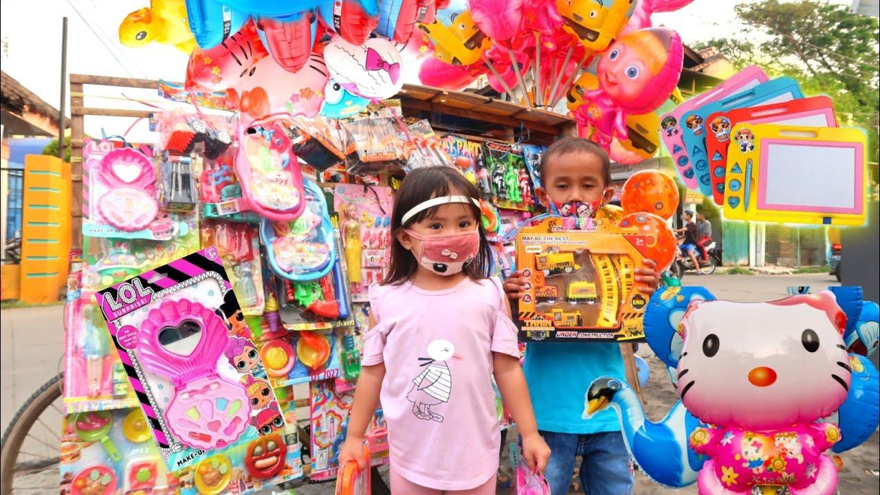 Cinta Beli Banyak Mainan Balon Karakter Mainan Kereta Api & Make up Anak di Pedagang Pinggir Jalan