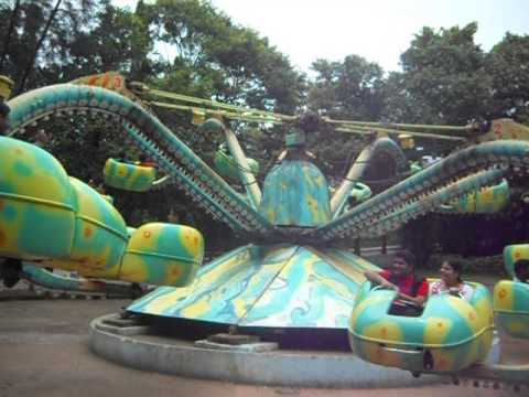 ESSEL WORLD ride ( octopus )