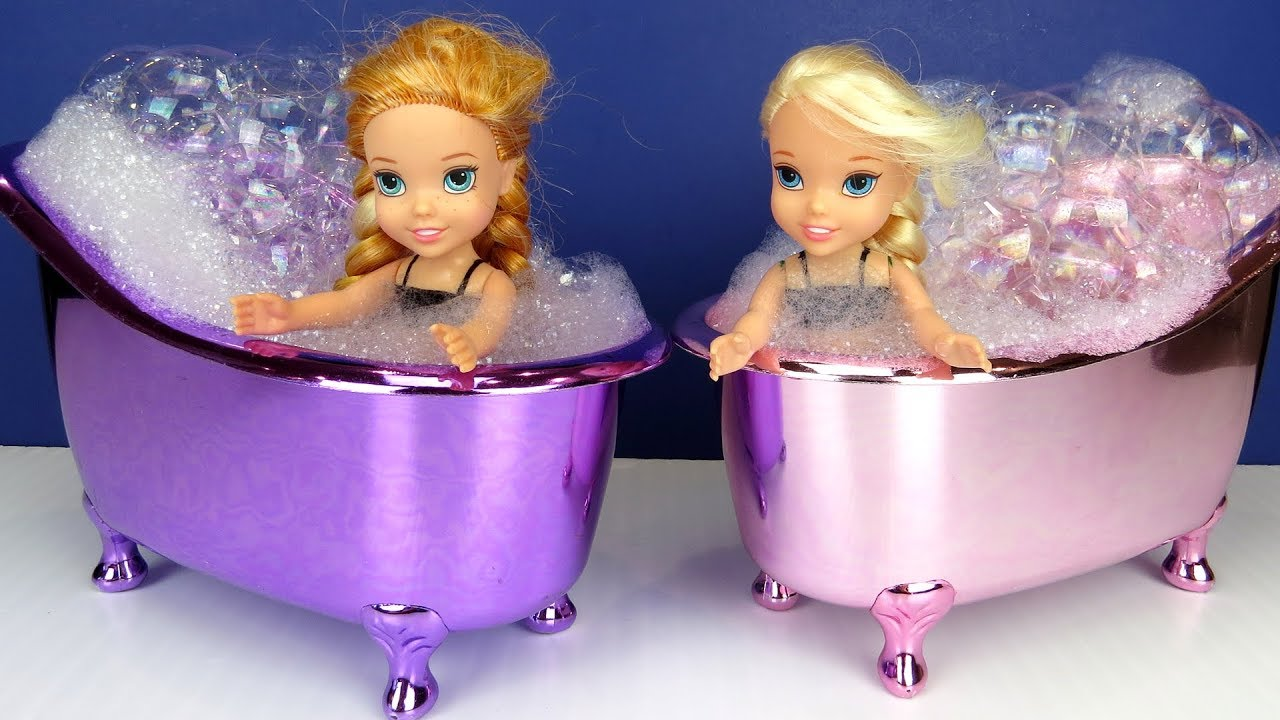 BATH time ! Elsa and Anna toddlers - Bubbles - LOL surprise dolls - evening routine - bedtime story 8