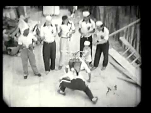 Vídeo inédito do Mestre Pastinha jogando seus alunos na década de 50 na Bahia