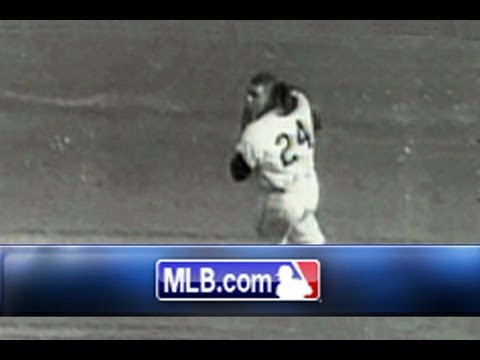 "Willie Mays makes ""The Catch"", an amazing over-the-shoulder grab"
