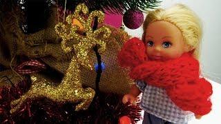 Штеффи украшает елку к Новому Году. Игры в куклы