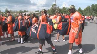 2014 Team Arrrives At Fort Drum - Syracuse Football