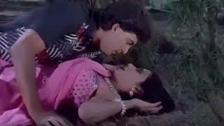 Romantic Love Scene| Lohe Ke Haath Movie