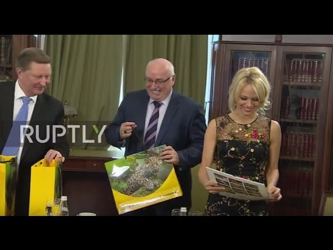 Russia: Pamela Anderson praises Russia's 'willingness to act' on environmental issues