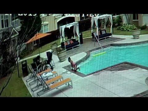 Una niña de 10 años salva a su hermana de 3 de morir ahogada en una piscina