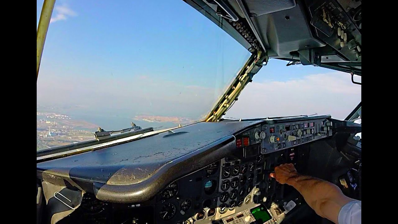 Cockpit View Into Venice 737 Classic Youtube
