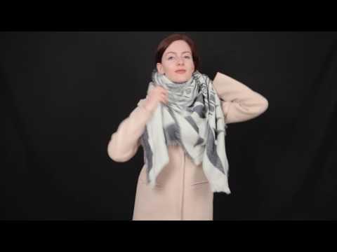 Как завязать квадратный платок на пальто