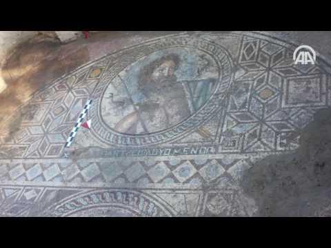 antik kentte poseidon tasvirli mozaik bulundu