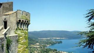 Озеро и замок Браччано в Италии