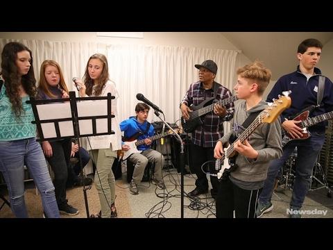 World renown bassist Bakithi Kumalo mentors teens at East End Arts program