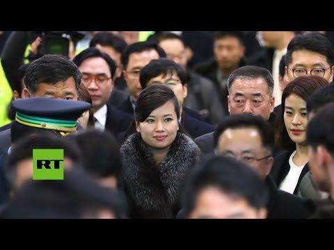 RT en Español: Una de las 'Spice Girls' norcoreanas lidera una delegación olímpica que viajó al Sur