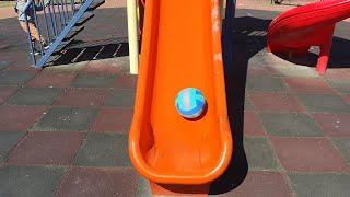 Berat Voleybol Topunu Kaydıraktan Kaydırdı. Eğlenceli Çocuk Videosu