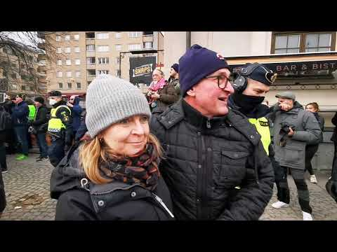 """""""Cientos"""" de personas se reunieron en una protesta """"ilegal"""" contra el COVID-19"""