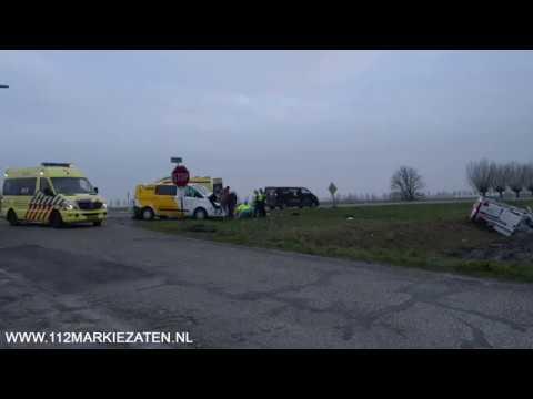 Aanrijding tussen twee bestelbussen in Oud-Vossemeer, twee gewonden