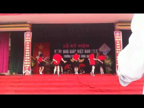"""Nhảy flashmob """"Tiến lên Việt Nam ơi"""" & """"Việt Nam, đi, hôn và yêu"""" - 12a13, 12a2 THPT Bắc Đông Quan."""