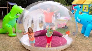 Katy with papa build Clear ball play house for kids