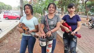 Suci dalam debu cover trio pengamen cantik asal jakarta awas gagal gokus.!!! MP3