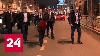 Путин возложил цветы на месте взрыва в петербургском метрополитене
