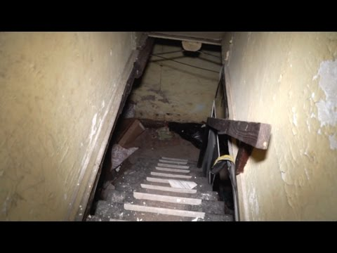 Urbex : This House is Evil : Terrifying Real Life House of Horrors