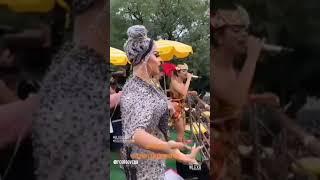 """Baixar Gloria Groove e Lexa cantam """"Provocar"""" no Bloco da Preta em São Paulo"""