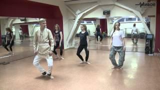 Урок движения. Индийские танцы. Тренер - Яков Бельский(Тренер - Яков Бельский руководитель студии индийского танца