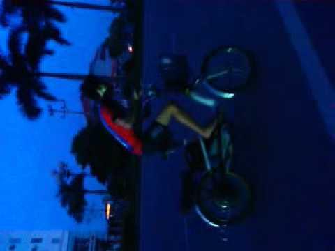 bốc đầu xe đạp điện