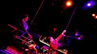 Circus and stunts - irmãos Sabatino - circo e Dublê para cenas de risco, vôos... Take a look!!!!
