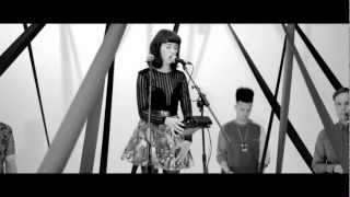 HUNGER TV: Kimbra - Plain Gold Ring Exclusive