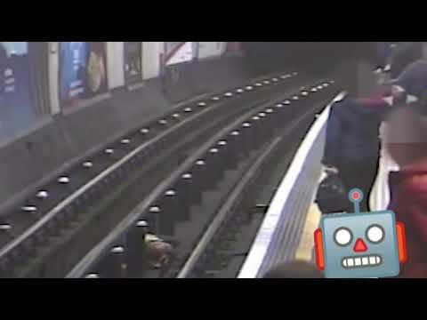Путешественник во времени/Столкнул под поезд человека