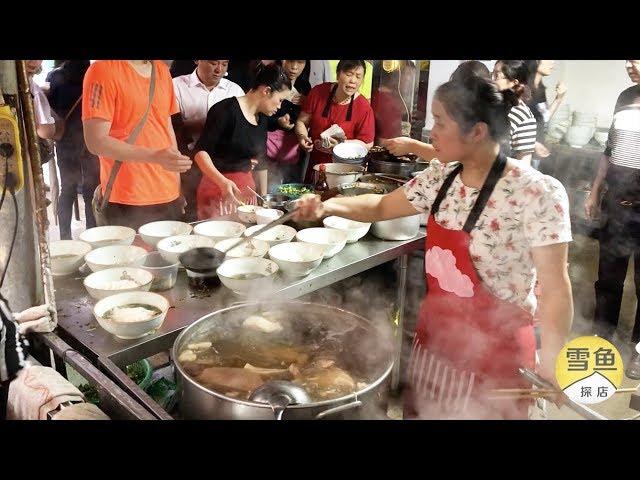长沙最牛早餐摊,人均10元,15个服务员忙不开!顾客围得水泄不通